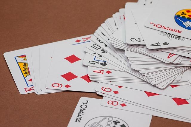 karty na stole