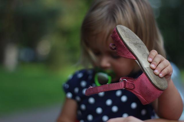 holčička s botou