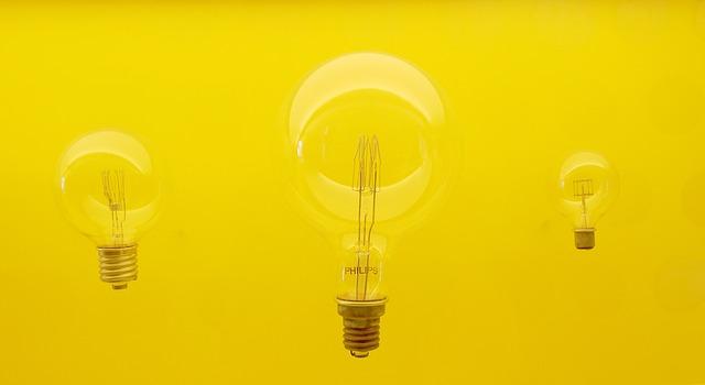 žlutá lampa