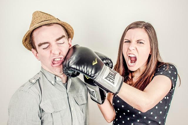 Pár – žena má boxerské rukavice